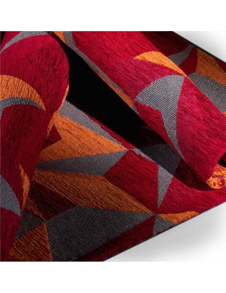 Dettaglio tappeto geometrico tonalità rosso