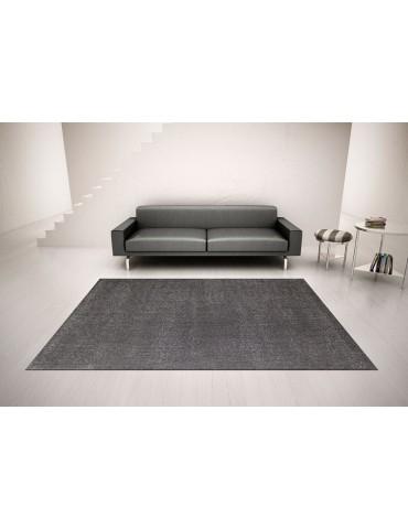 Ambientazione del tappeto minimal moderno a tinta piatta color grigio