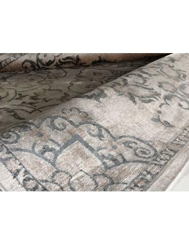 Dettaglio del tappeto vintage colore grigio